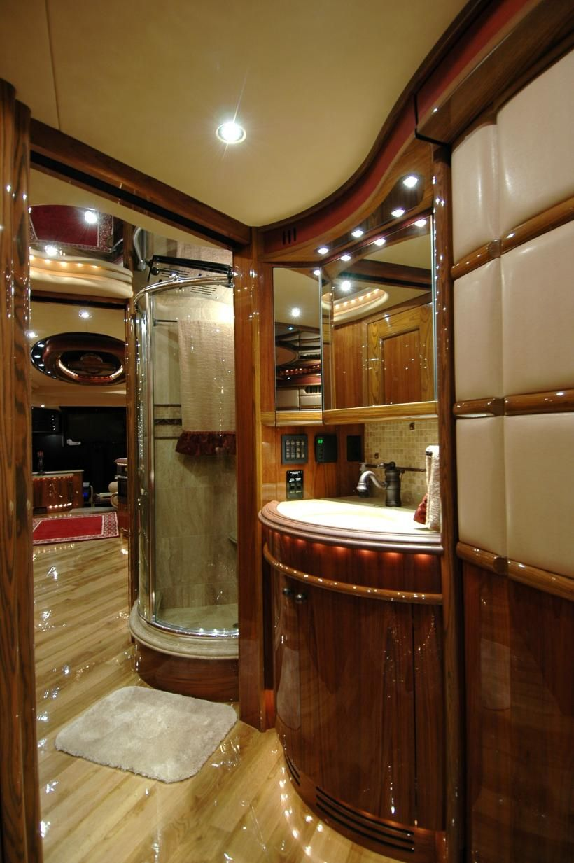 2011 Liberty Coach Elegant Lady 758 A