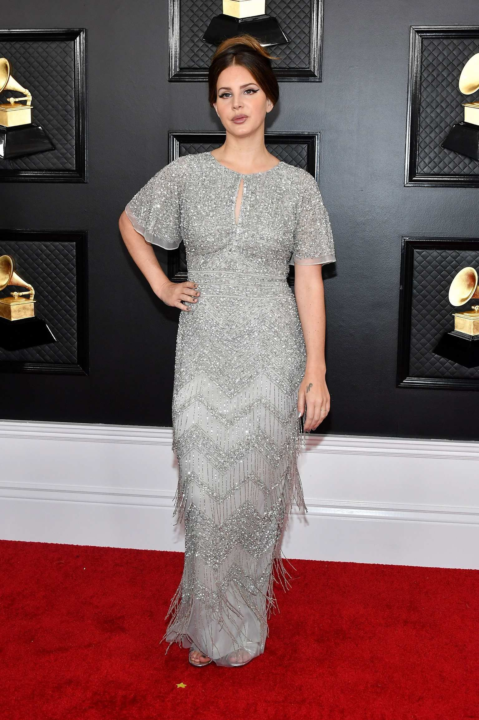 See All The 2020 Grammys Red Carpet Looks In 2020 Colorful Gown Red Carpet Fashion Fashion