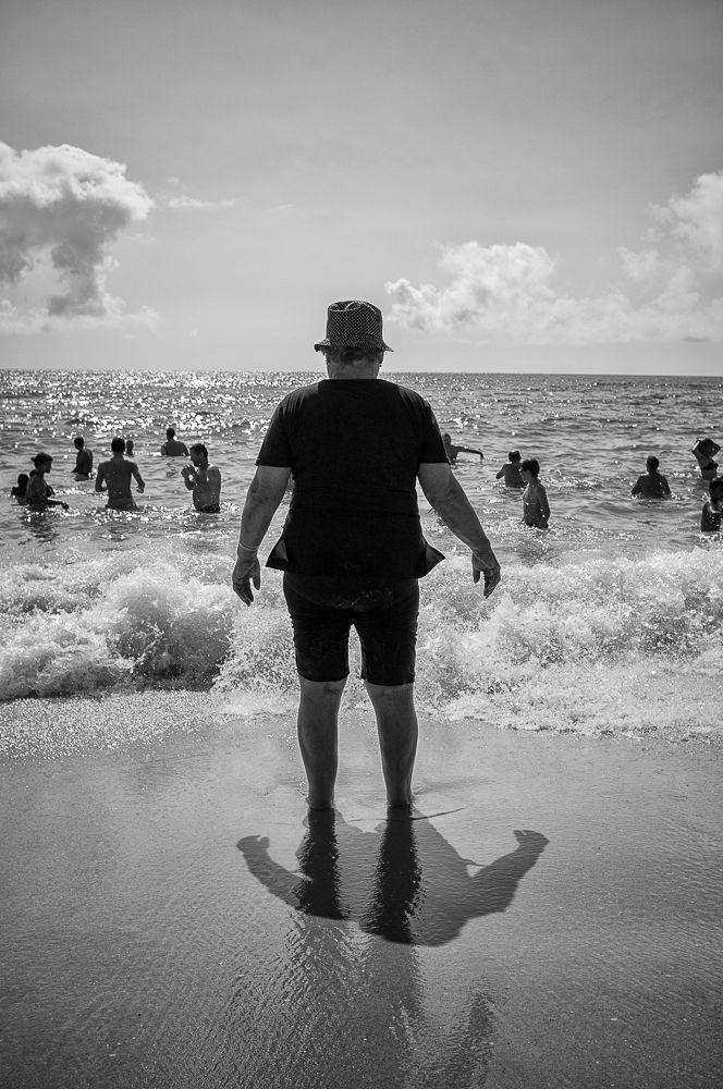 Olhando para o oceano — Javi Calvo Fotógrafo – Street Photography