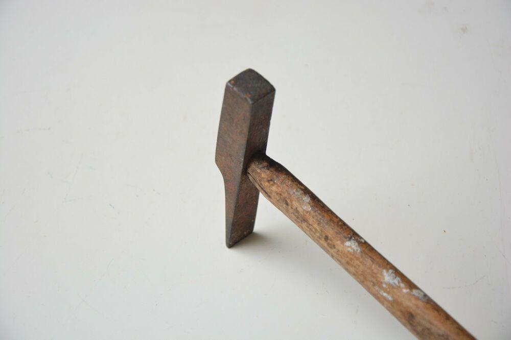 Vintage Old Hammer Metal With Wooden Handle Rusty 0 2 Kg Wooden Handles Hammered Metal Wooden