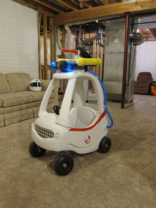 uncle turns cozy coupe toy car into a ghostbusters ecto 1 vehicle for