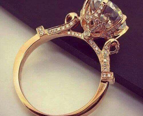 تفسير حلم لبس خاتم ذهب للبنت العزباء وللمتزوجة والحامل Wedding Rings Vintage Wedding Rings Engagement Rings