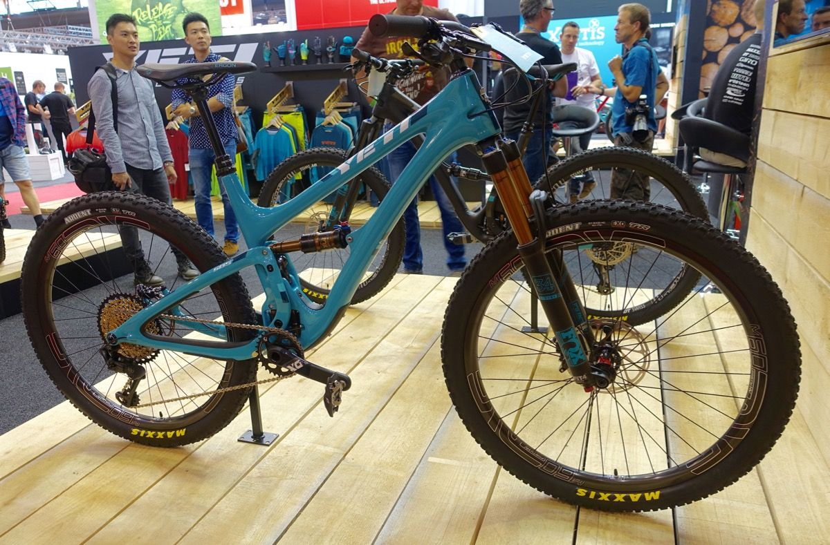 Yeti Releases Their First 27 5 Plus Bike The Sb5 Mtb And