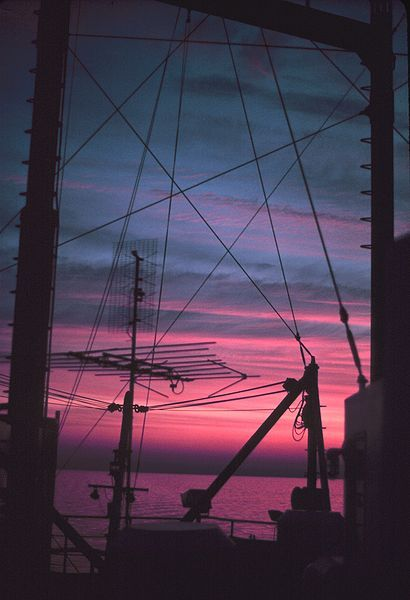File:ALBATROSS IV rigging and antennas superimpose geometric patterns on sunset - NOAA.jpg