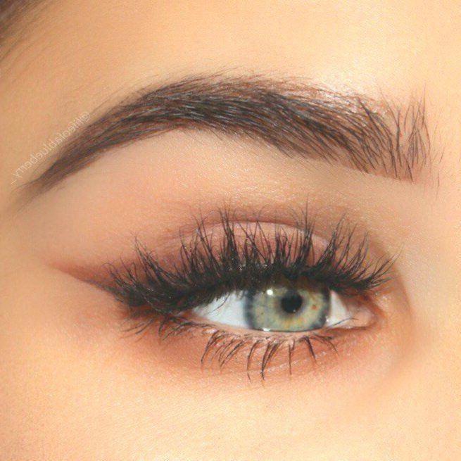 winged eyeliner round face