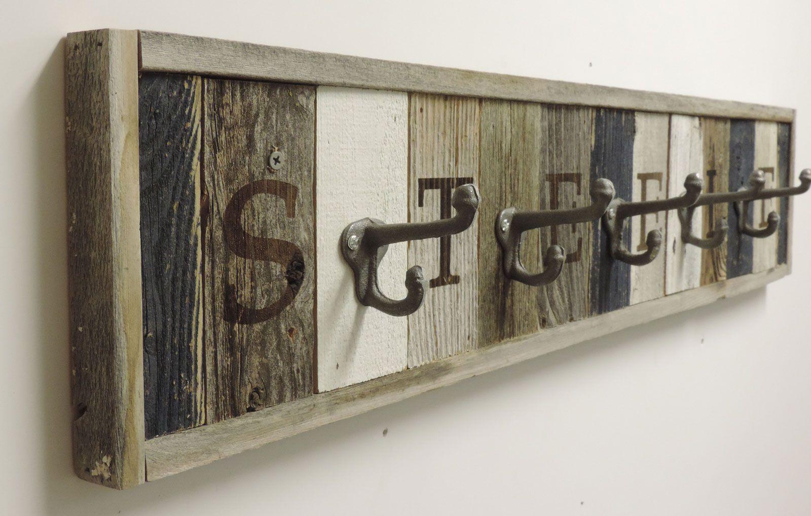 Personalized Reclaimed Wooden Coat Rack Barn Wood Hooks Proyectos De Madera De Granero Recortes De Madera Madera