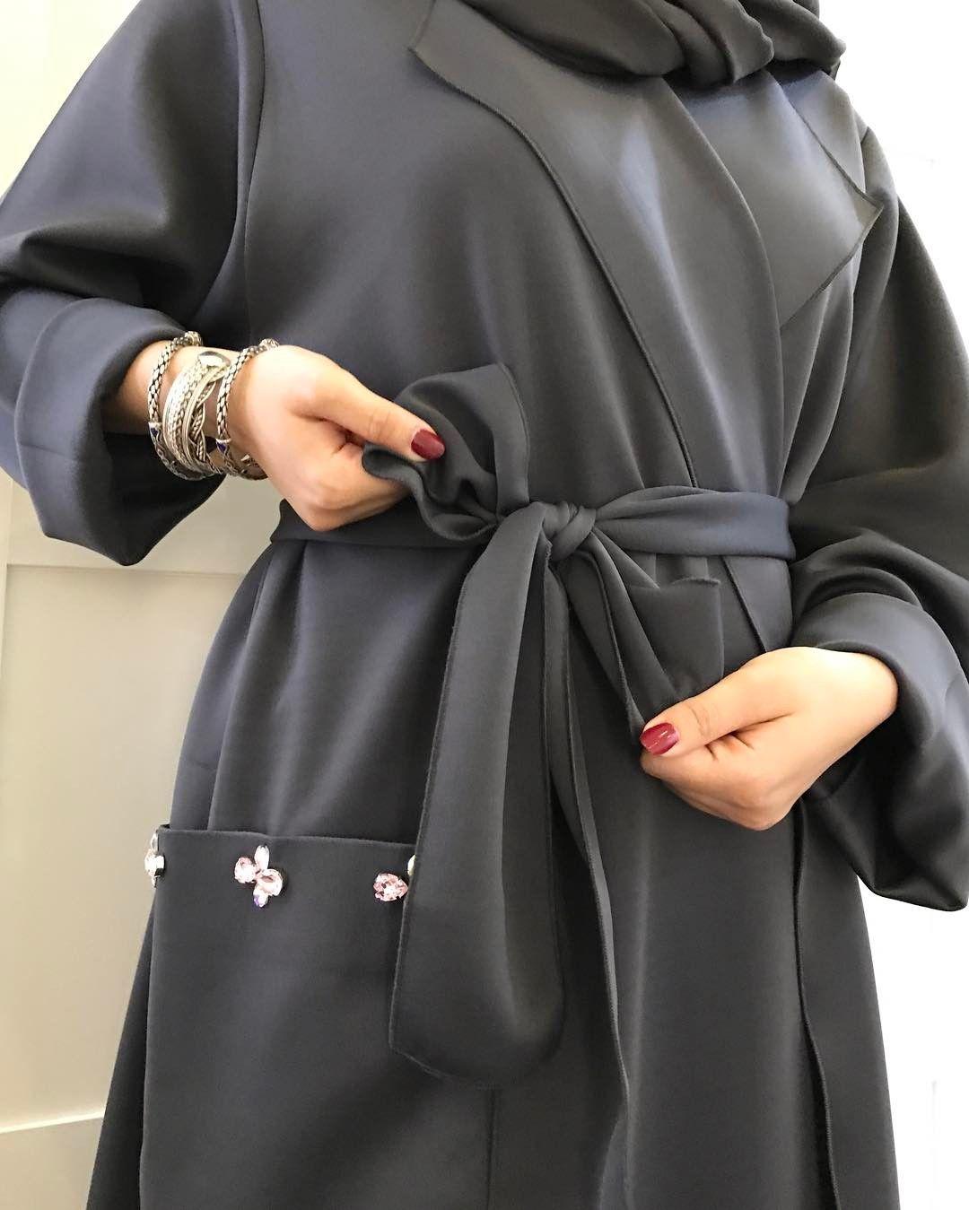 عباية سوارفسكي لون رمادي الحزام اختياري العبايه تنلبس بحزام أو بدون القماش صيفي متوفر جميع المقاسات للطلب دايركت مسج Abayas Fashion Fashion Hijabista Fashion