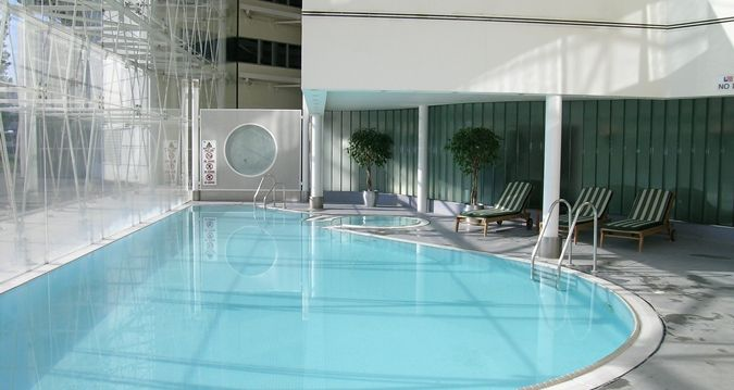 Hilton London Heathrow Airport Hotel Indoor Swimming Pool With