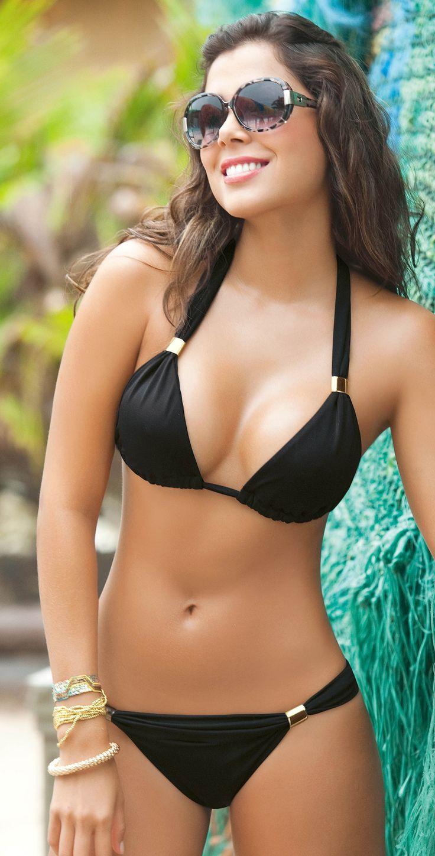 Hot babe in sofa bikini images 45