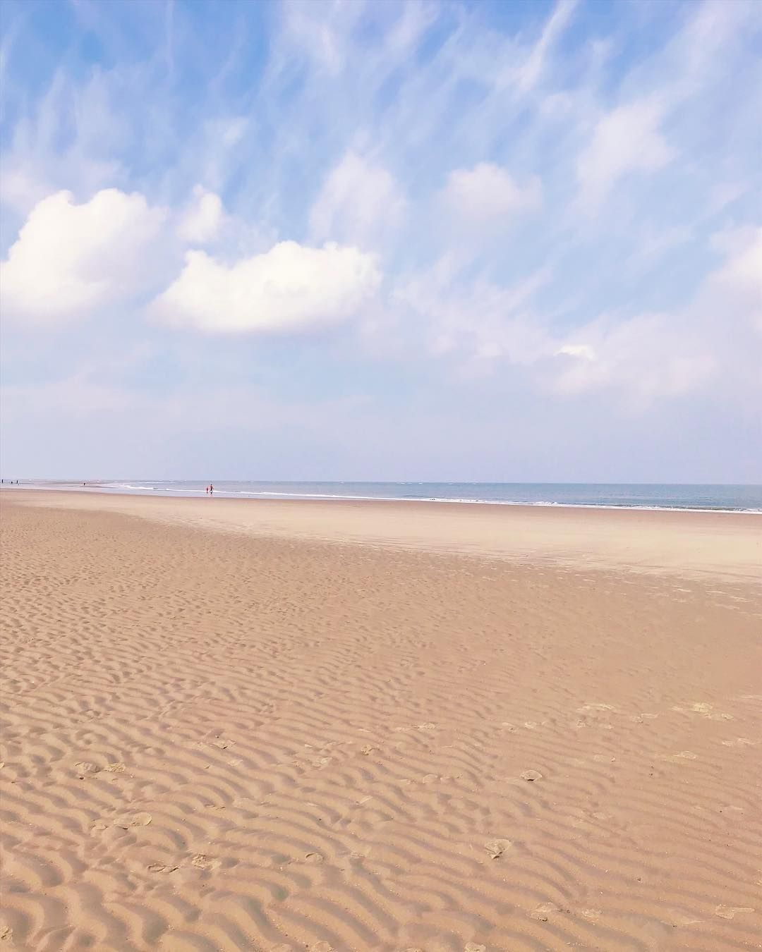Nur Wolken Meer Und Rillen Im Sand Perfekt Meer Ocean Urlaub Osternammeer Nordsee Islandlife Travelgram Blue In 2020 Instagram Inspiration Instagram Outdoor