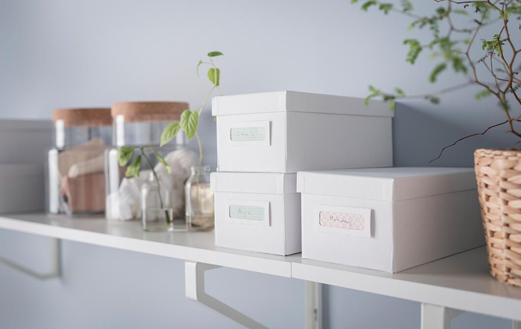 Met planken en opbergdozen zorgen voor rust op je bureau ikea