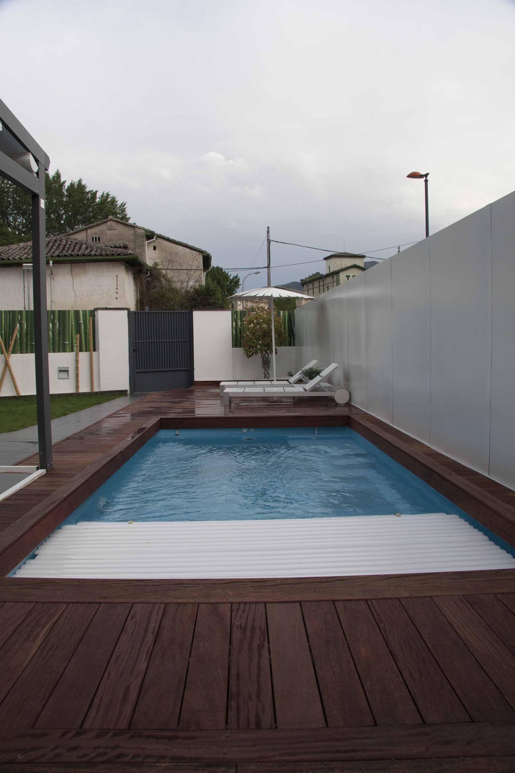 Piscina Con Cubrimiento Automatizado Pools