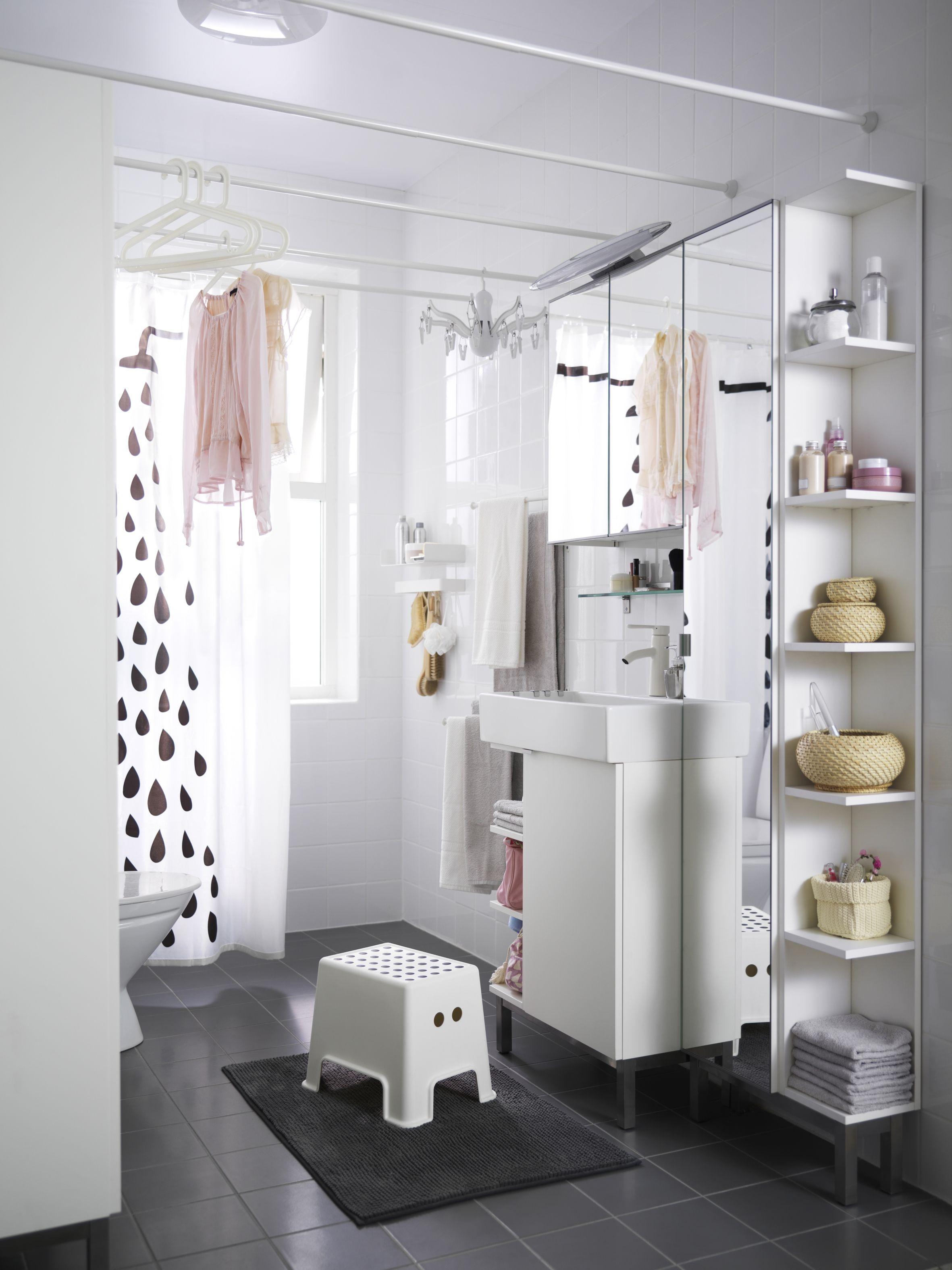 Onze LILLÅNGEN meubelserie helpen je zelfs de kleinste badkamer ...