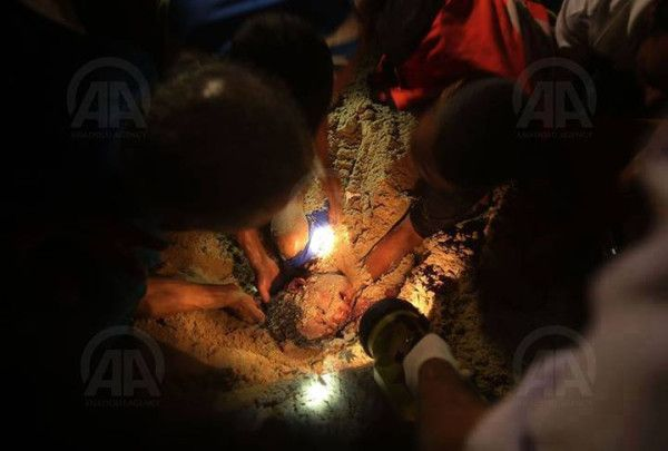 PHOTO: Help came too late to this #child, buried after #Israel'