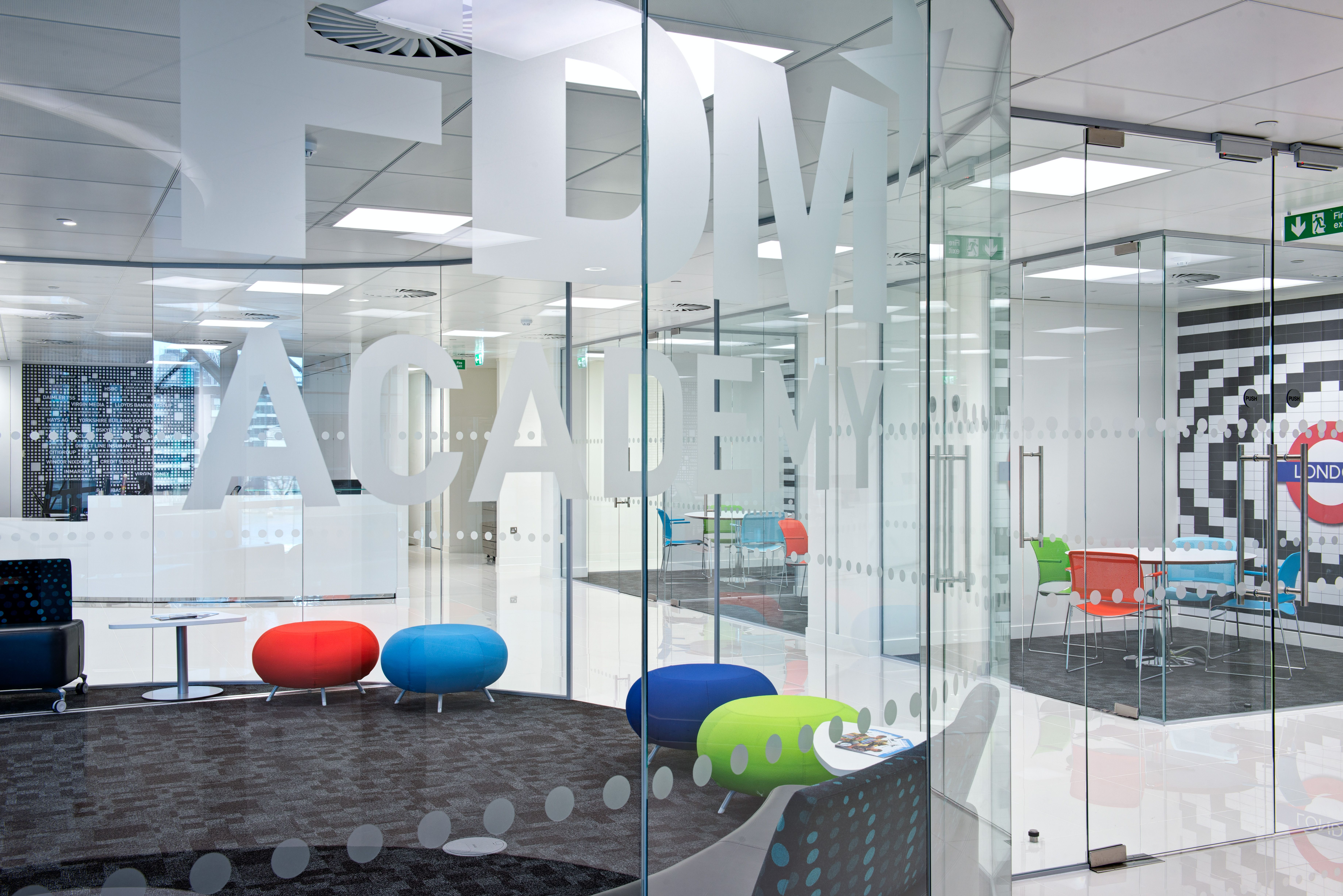 Meeting Room, Cottons Centre, London Bridge, 20,000 - 50,000 sq. ft. Design and build project by www.oktra.co.uk..