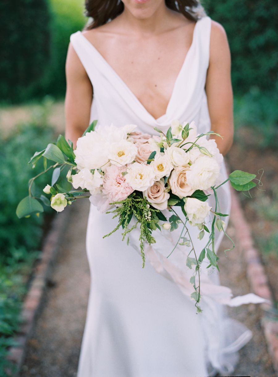 Pretty ivory + blush bouquet: Photography : Austin Gros Read More on SMP: http://www.stylemepretty.com/tennessee-weddings/franklin/2016/07/13/classic-southern-wedding-in-tennessee/