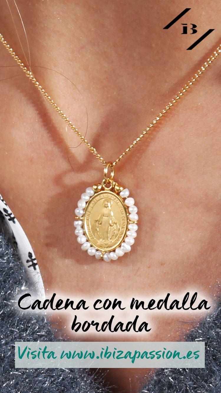 9a6ebe69c411  PREGARE  Cadena con Medalla Bordada Virgen La Milagrosa -Perlas- €58.00