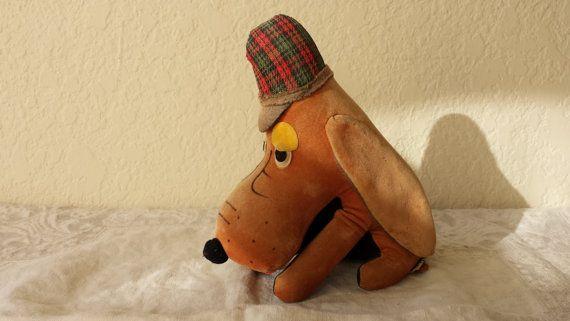 Vintage Toys / R. Dakin Plush Toy / Sherlock Holmes Basset Hound / Dog in Plaid Cap / stuffed toy / stuffed Basset Hound