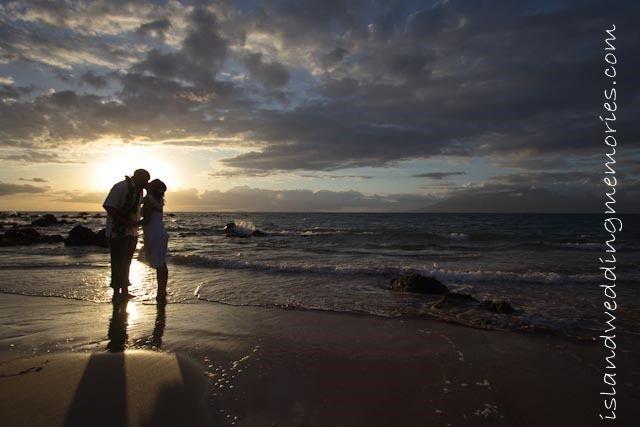 Maui Beaches at Sunset #mauiweddings #sunsetweddings #mauisunsetweddings #beach #mauibeaches #mauibeachweddings #sunset islandweddingmemories.com
