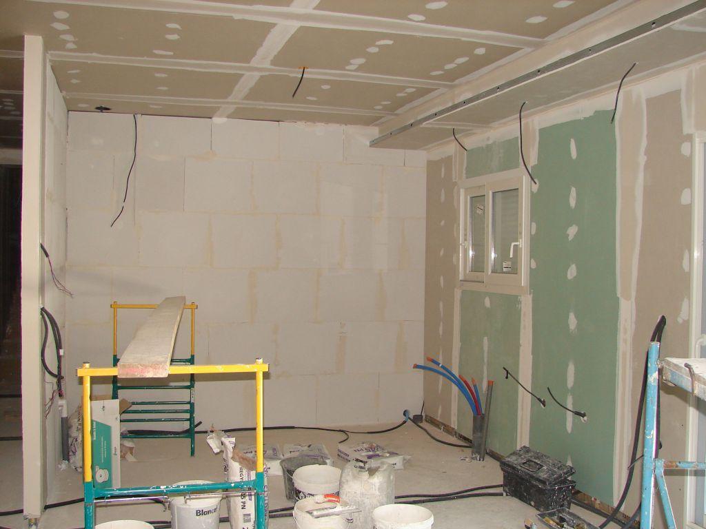 photos de faux plafond avec lumi re indirecte groupes discussion page 17 eclairage. Black Bedroom Furniture Sets. Home Design Ideas
