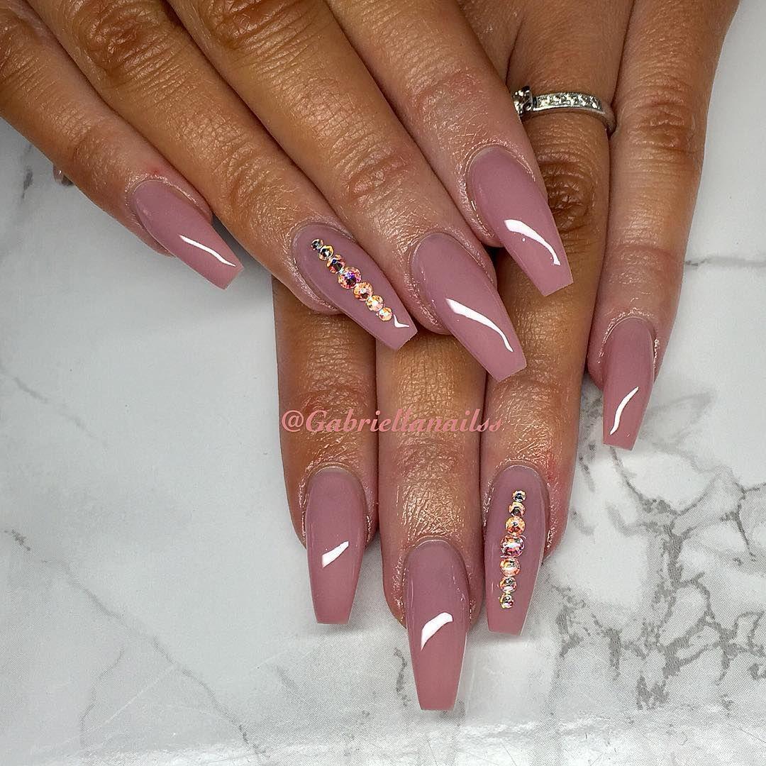 black and pink nails södertälje