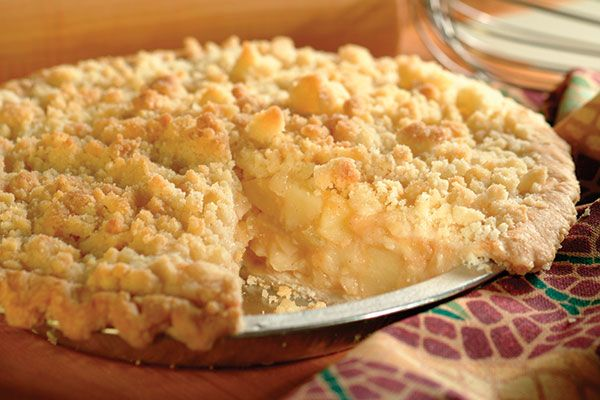 Our recipes: Apple crumb pie is a classic recipe that everyone loves even its healthiest version. Try this healthy dessert recipe!