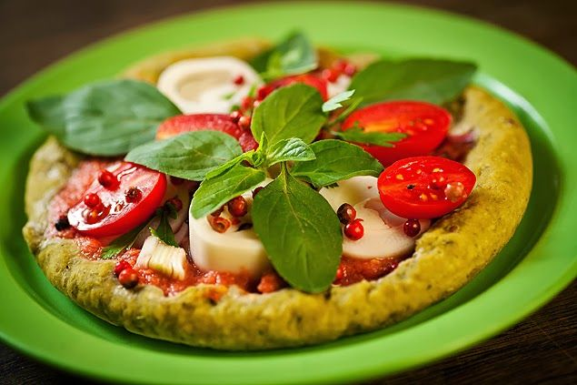 Vegamet - Ativismo Vegetariano: PIZZA INTEGRAL COM BIOMASSA E MANJERICÃO ( VEGANA )