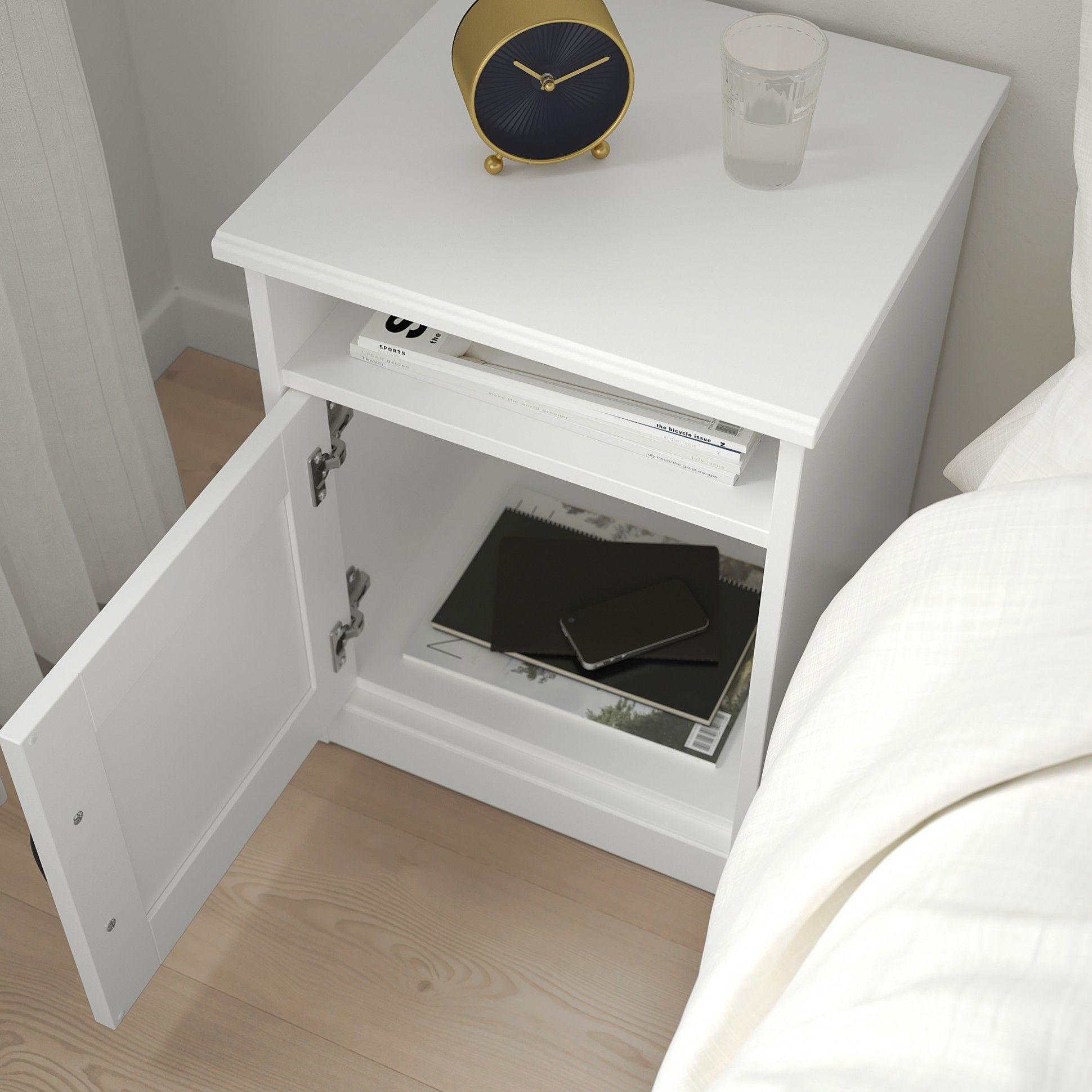 Meja Kecil Samping Tempat Tidur