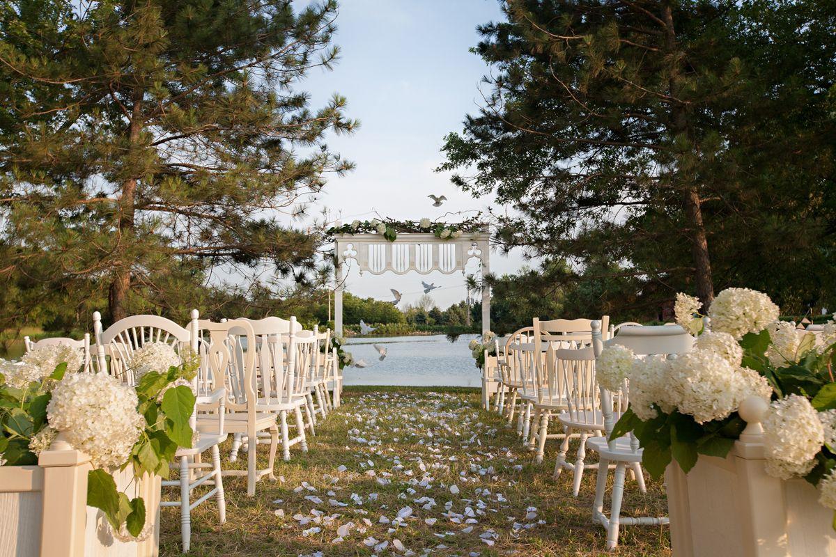Farmington Lake Is A Private Country Estate Outdoor Wedding