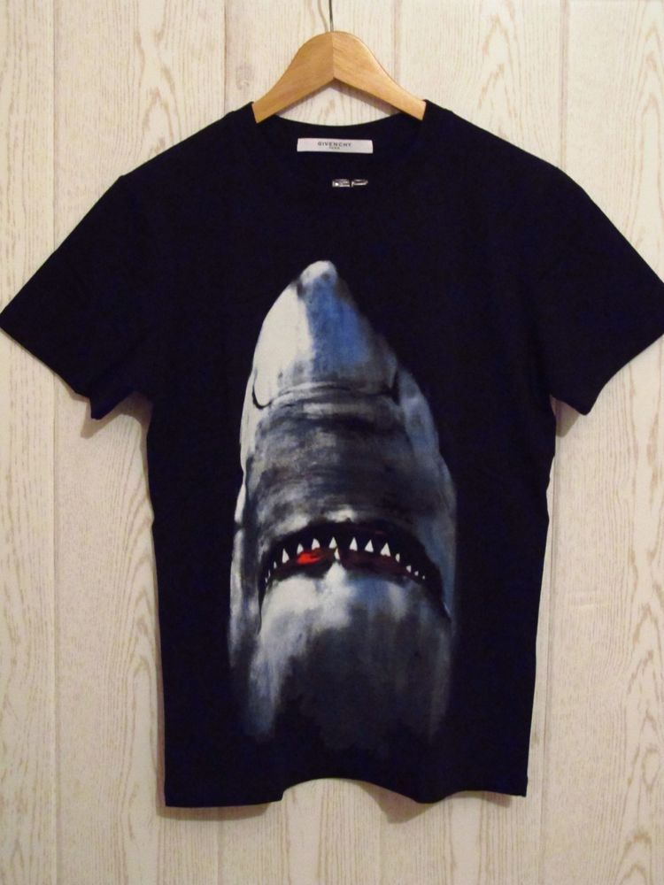 e1797e106 GIVENCHY Used Black Cotton Shark Printed T shirt Size M #Givenchy ...