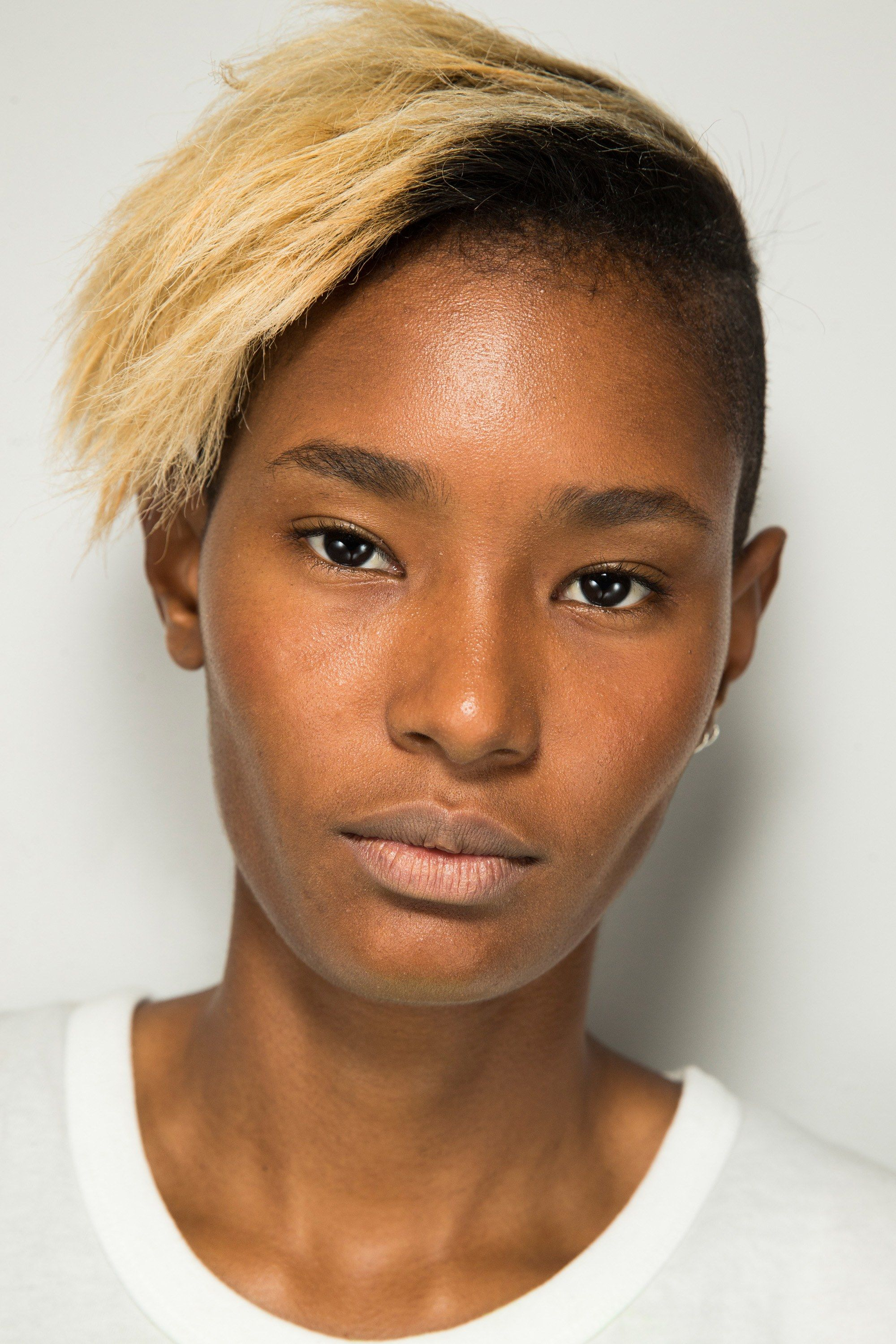 See beauty photos for Alexander Wang Spring 2017 Ready-to-Wear collection.
