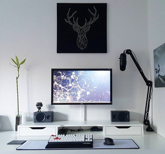 Minimal Interiordesign Office: Minimalist Gaming Setup By Reddit User 'Vizuka' #SetupTour
