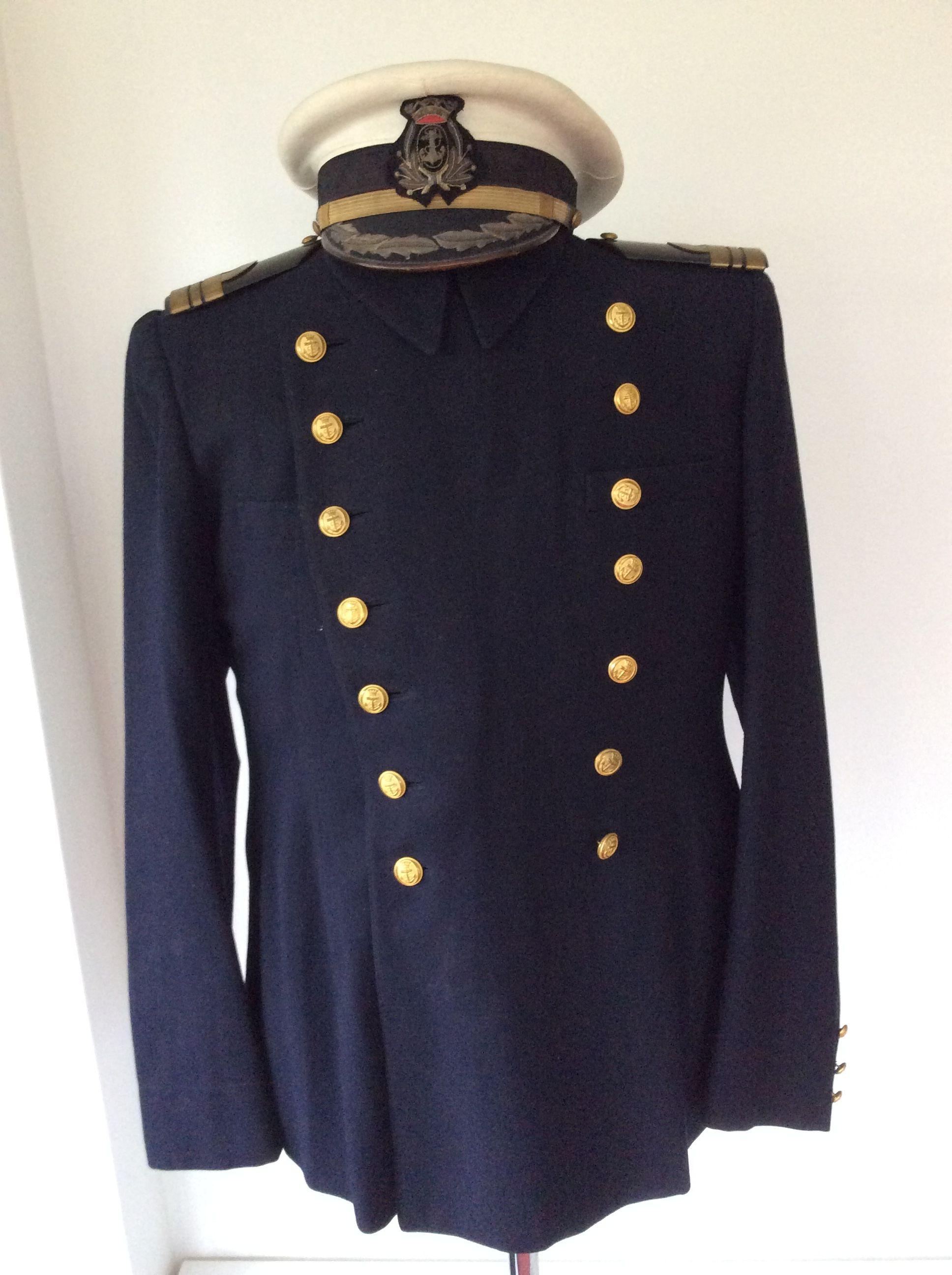 #Uniforme y gorra de plato blanca de Capitán de Corbeta de Guerra Civil 1936-1939.