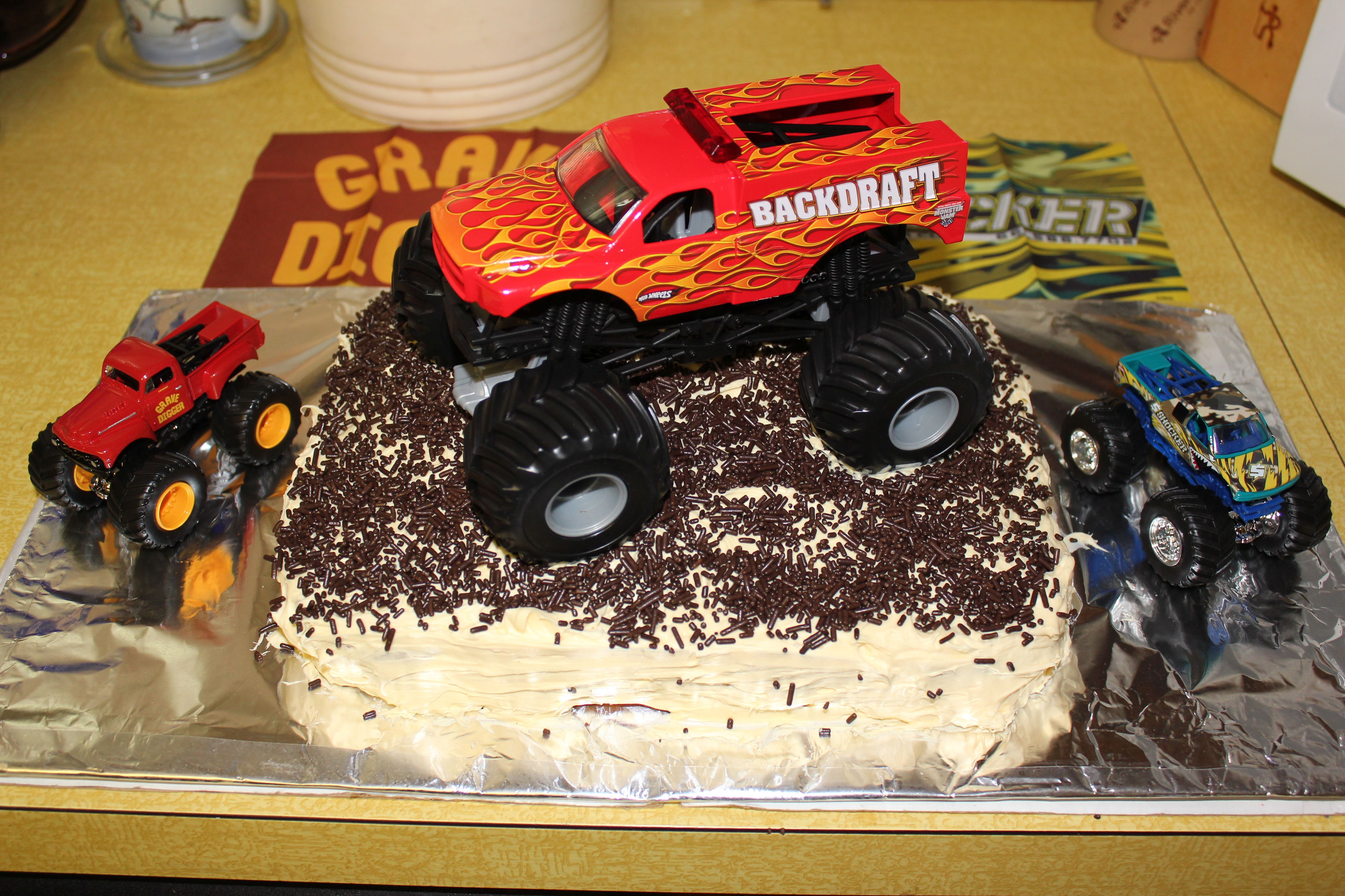 Quick and easy monster truck cake Monster truck party Pinterest