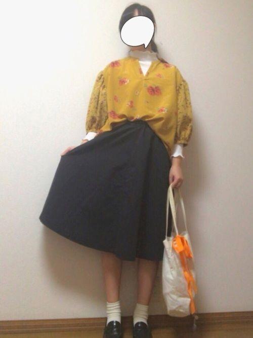 普段買わないタイプの服買ったから いっぱい着たい!!!! 袖がとにかく可愛い٩( ᐛ )و 中に着て