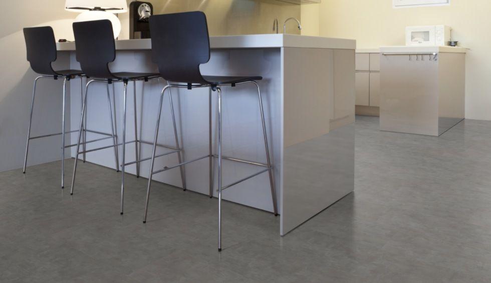 Betonboden in der Küche? Mit Klick Vinylfliesen in Betonoptik
