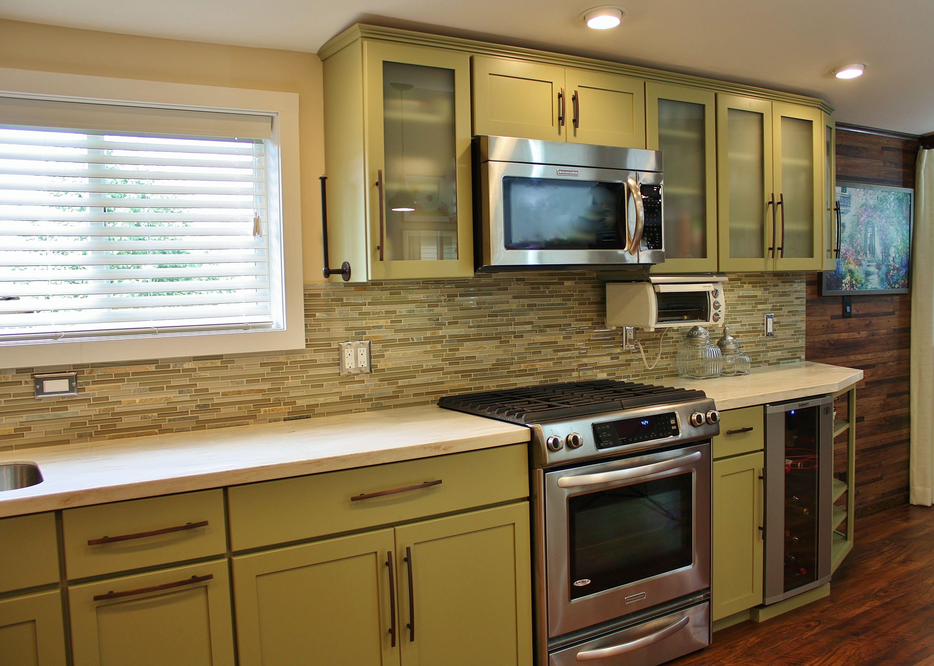 Holiday Kitchens Seattle Shaker Cabinets Corian Solid Surface Countertops Kosher Kitchen Glass Doors Wine Fr Backsplash Farmhouse Backsplash Diy Backsplash