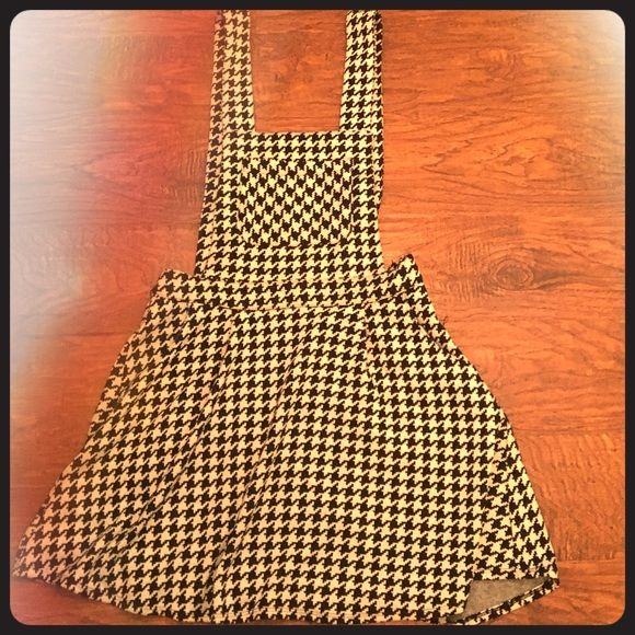 Houndstooth dress Comfy houndstooth print dress worn once. Forever 21 Dresses Mini