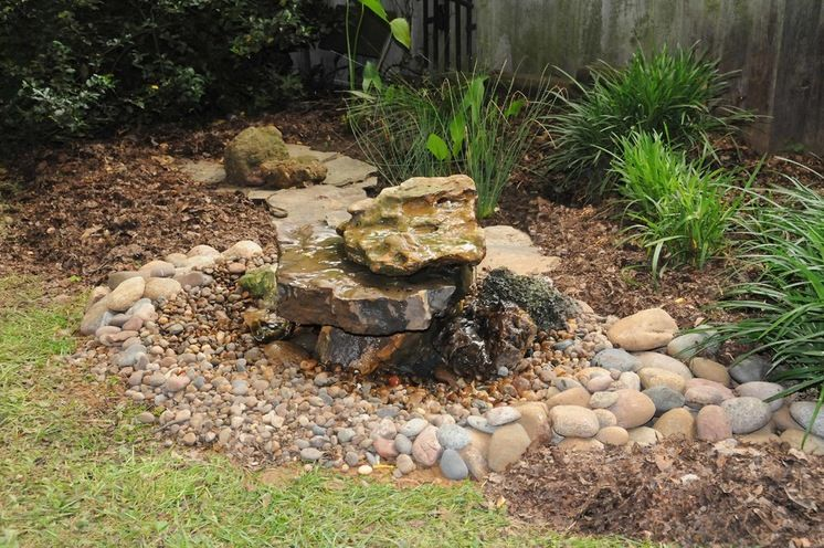 Make A Bubble Rock With A Heater To Attract Birds Year Around Patio And Garden Backyard Makeover How To Attract Birds