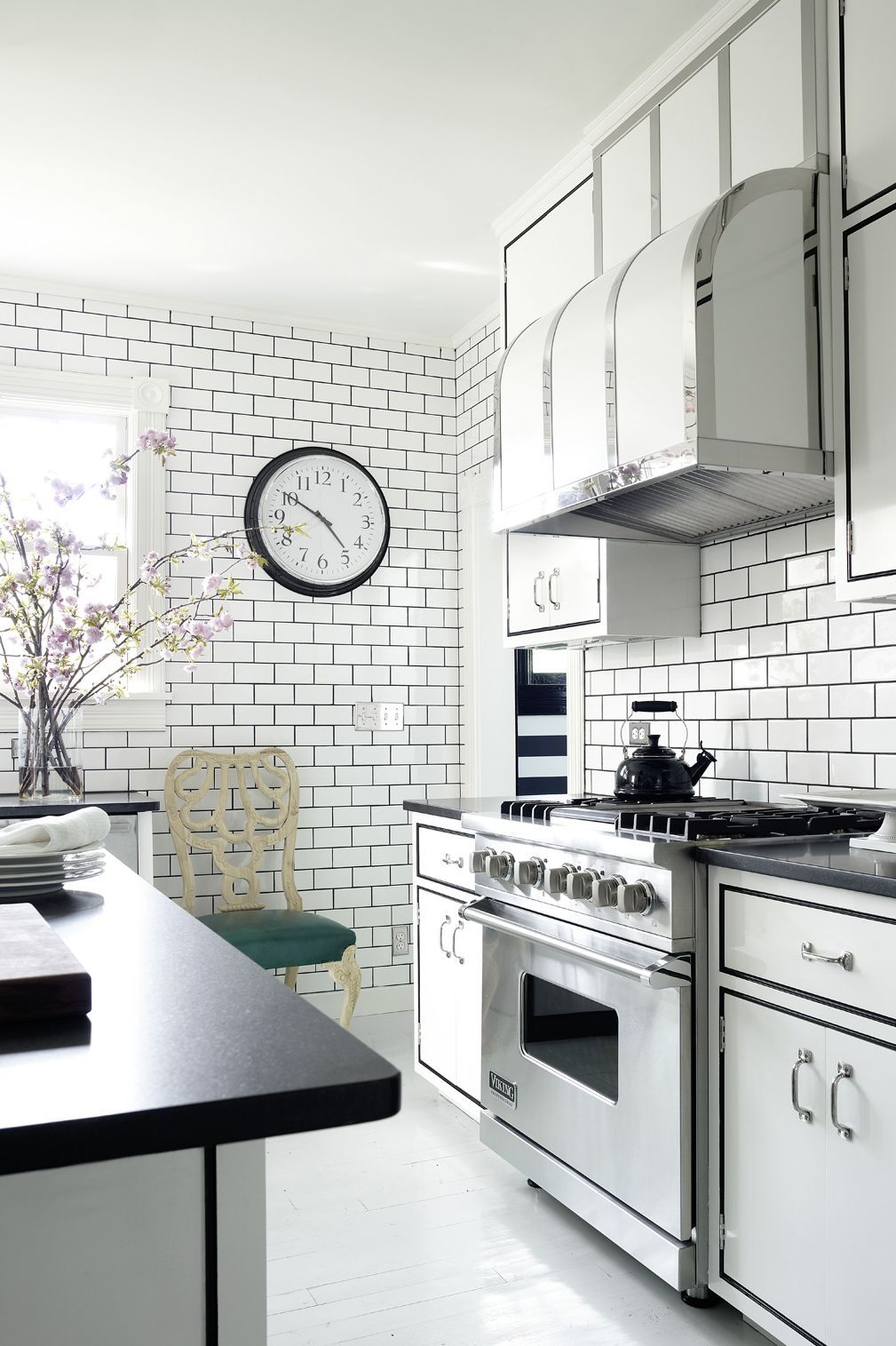 these small kitchens will inspire your next redo rh pinterest com