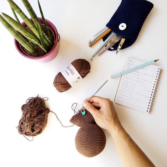 Trabajar en la terraza de tu nueva casa no está nada nada mal.... 😊😝🌵🍃 #blog #blogger #puntxet #puntxetatope #etsy #etsyseller #etsyshop #etsylove #crochet #crocheteando #ilovecrochet #crochetlove #instacrochet #knit #knitting #iloveknit #iloveknitting #knitlover #instaknit #love #handmade #handmadewithlove #DIY #hechoamano #handmadeisbetter #business #littlebusiness #knittersofinstagram #knitstagram