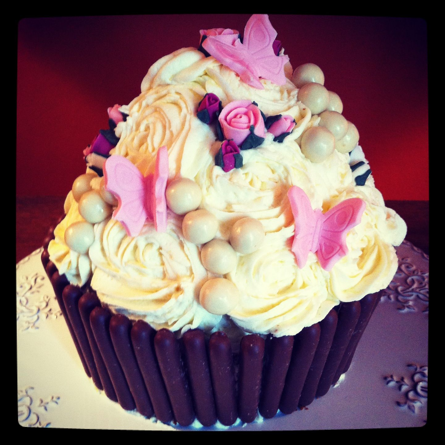 happy birthday cupcake pics images pictures if you want to wish someone in facebook you can. Black Bedroom Furniture Sets. Home Design Ideas