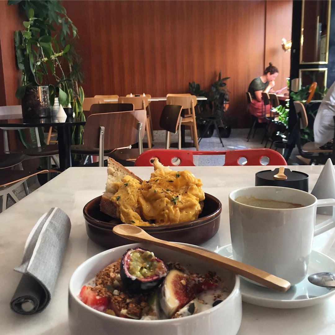 My very first day in Porto - starting a full month stay in Portugal. Yummi breakfast at EARLY. Homem...