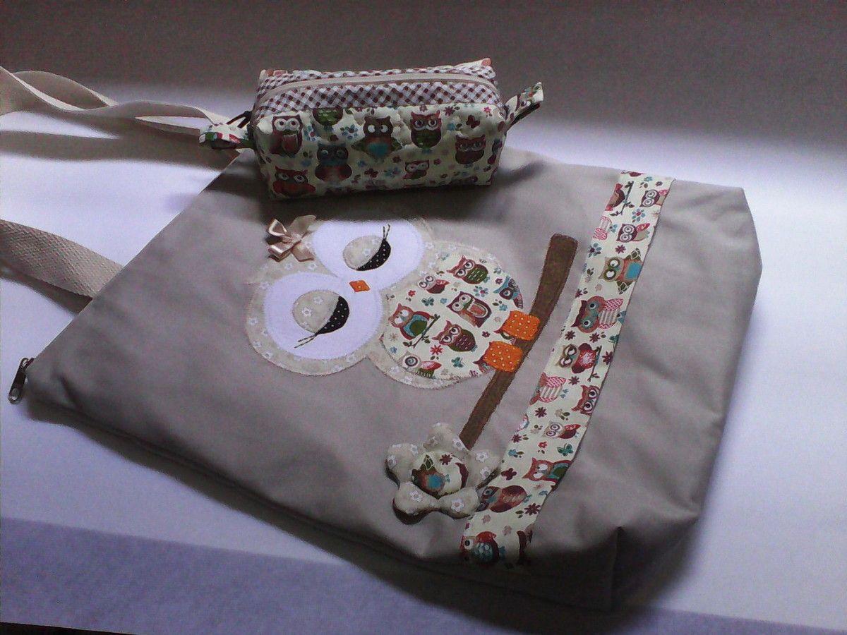 Bolsa de tecido forrada com ziper e bolso interno também com ziper, feita com tecido de brim <br>estojo feito com tecido 100%algodão