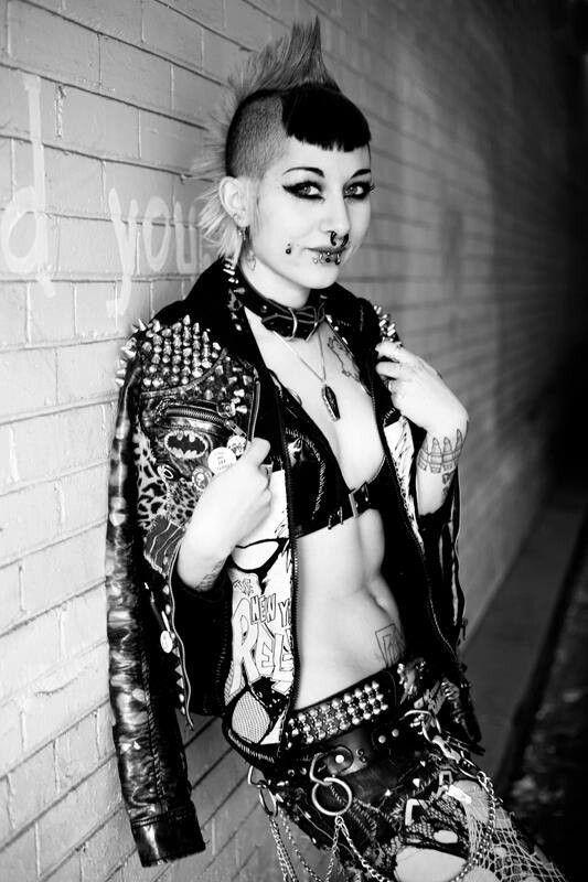 Mondo topless punk rock