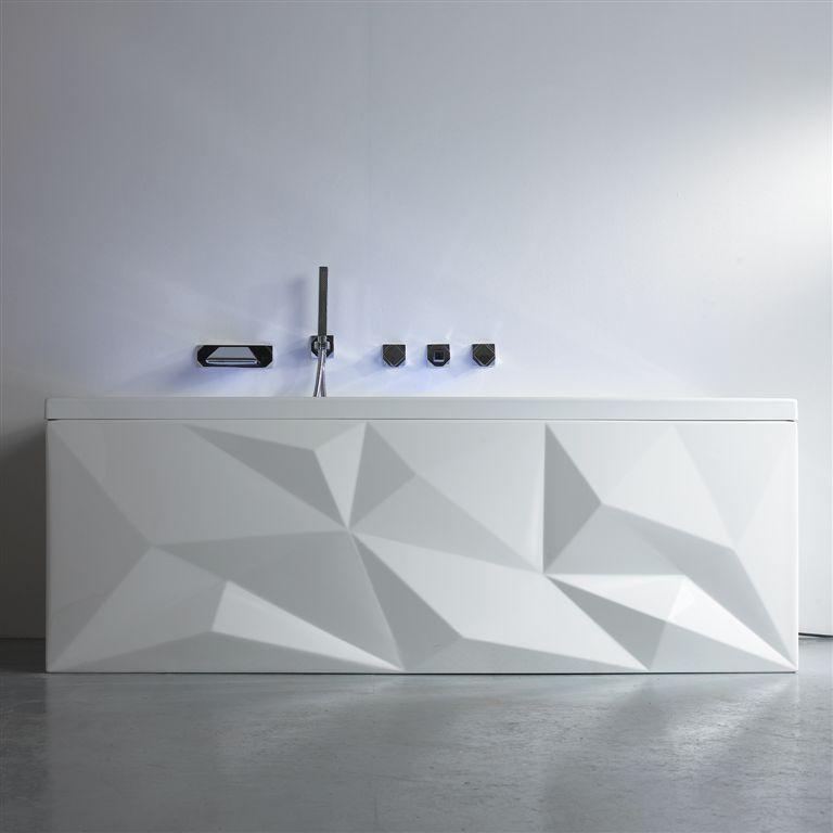 Baignoire mod¨le Origami avec robinetterie a facette associé et bec