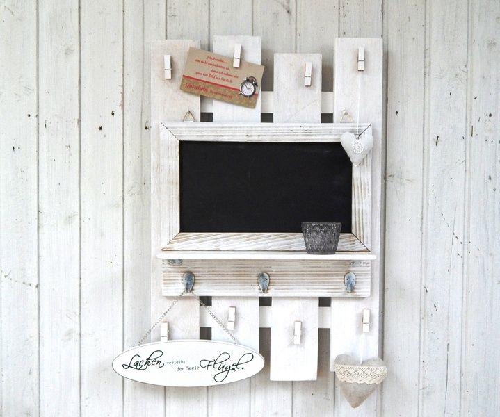 memoboard gro mit kreidetafel hakenleiste regal von lamemo auf shabby look. Black Bedroom Furniture Sets. Home Design Ideas