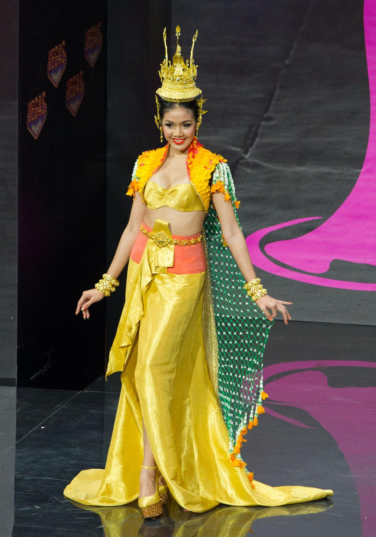 2013 Miss Universe National Costume Show Miss Thailand -1169