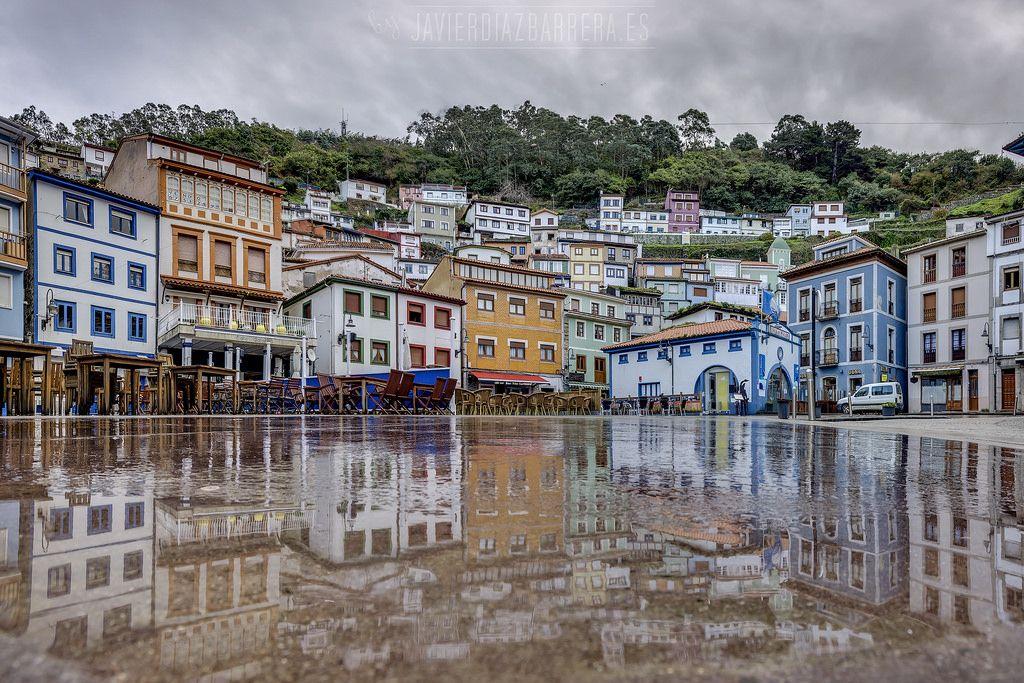 Cuideiru Reflejos en la villa de Cudillero,  Asturias, después del chaparrón.