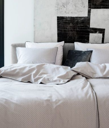 Pillow case and duvet cover set in woven fabric | H&M Home